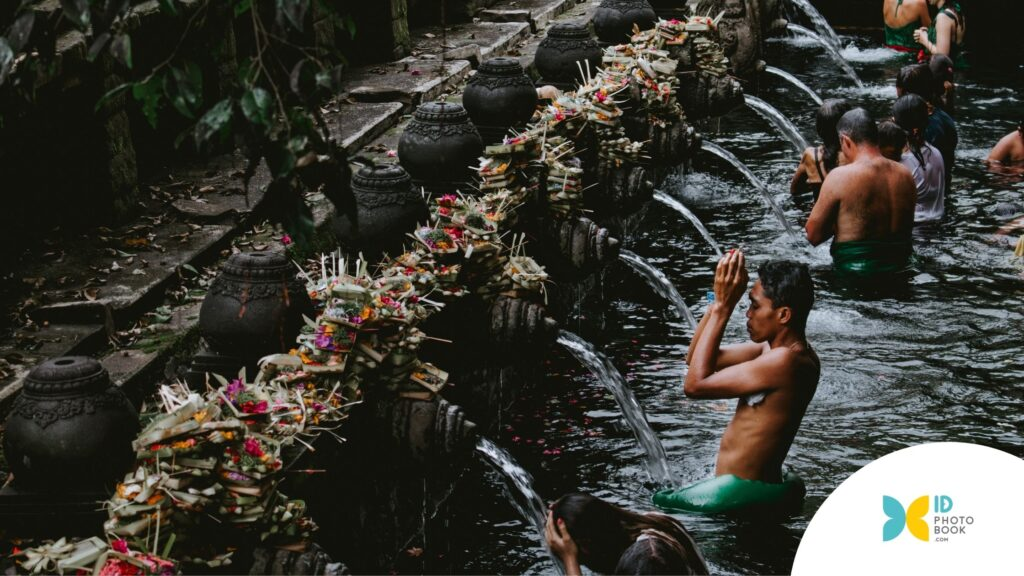 Photobook Anti Mainstream Pura Tirta Empul
